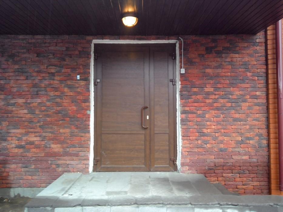 gluhaya-metalloplastikovaya-dver